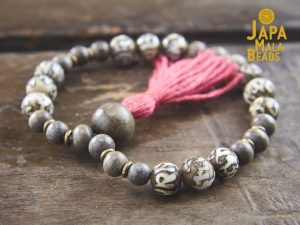 Conch Shell and Silver Greenwood Wrist Bracelet Mala